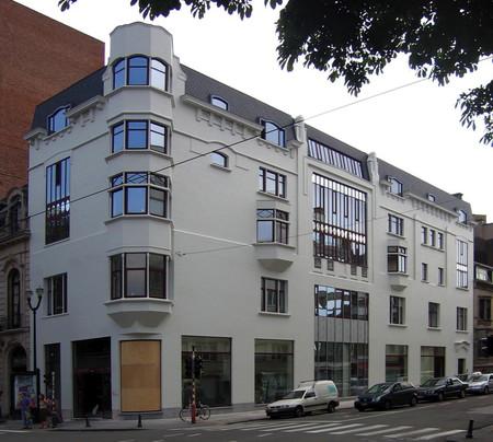Avenue Louise 413, Bruxelles Extension Est, Le Monte-Carlo, immeuble postmoderne intégrant des références à l'Hôtel Sigart (© SPRB-BDU, photo 2006)