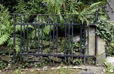 Avenue des Ormeaux 6-10, Uccle, grille en fer forgé (© APEB, photo 2017)