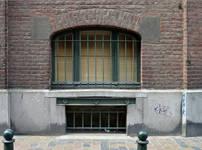 Usines Emile Goeyens, place du Jardin aux Fleurs 5, Bruxelles, fenêtre rue Rempart des Moines  ( ©CM, photo 2014)