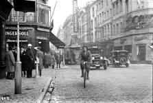 Etam, Kleerkopersstraat 1,  Brussel, kruising Kleerkopersstraat en Grasmarkt (© Bruciel, Openbare werken)