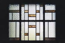 Rue Jean-Gérard Eggericx 16, Woluwe-Saint-Lambert, vitrail de la façade de l'annexe (© SPRB-BDU, photo 2003)