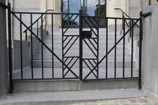Avenue des Klauwaerts 37-37a-38 | Avenue Géo Bernier, Ixelles, grille en fer forgé de l'entrée principale (© APEB, photo 2017)