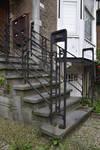 Avenue des Ormeaux 6-10, Uccle, grille en fer forgé de l'escalier (© APEB, photo 2017)