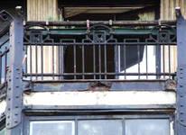 Rue du Lombard 5-9, Bruxelles, balcon (© CM, photo 2014)