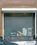 Papiers peints Debruyne-Vleck, Rue Saint-Jean 41, Bruxelles, ancienne devanture commerciale transformée en logement  (© CM, photo 2014)