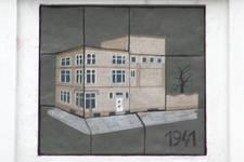 Avenue Louise 413, Bruxelles Extension Est, Le Monte-Carlo,panneau en céramique illustrant la transformation du bâtiment en 1941 par J.J. Eggericx (© SPRB-BDU, photo 2006)