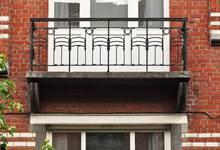 Kruisdagenlaan 53-57, Sint-Lambrechts-Woluwe, balkon van de tweede verdieping (© GOB-BSO, foto 2011)