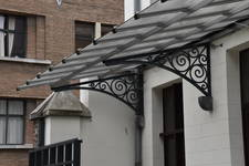 Ateliers Ets Jules De Waele, Sint-Huibrechtsstraat 17, Sint-Pieters-Woluwe, detail van de markies (© APEB, foto 2017)